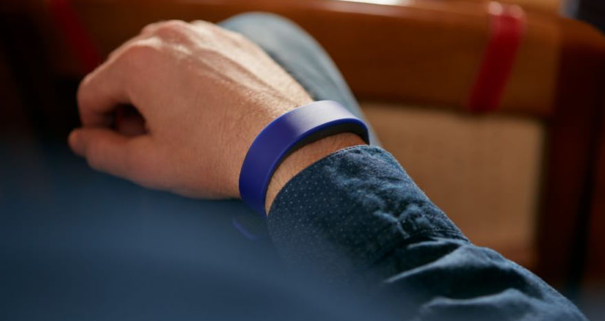Sony SmartBand 2 Activity Tracker with Intelligent Heart Rate Monitor Unveiled price specs hand